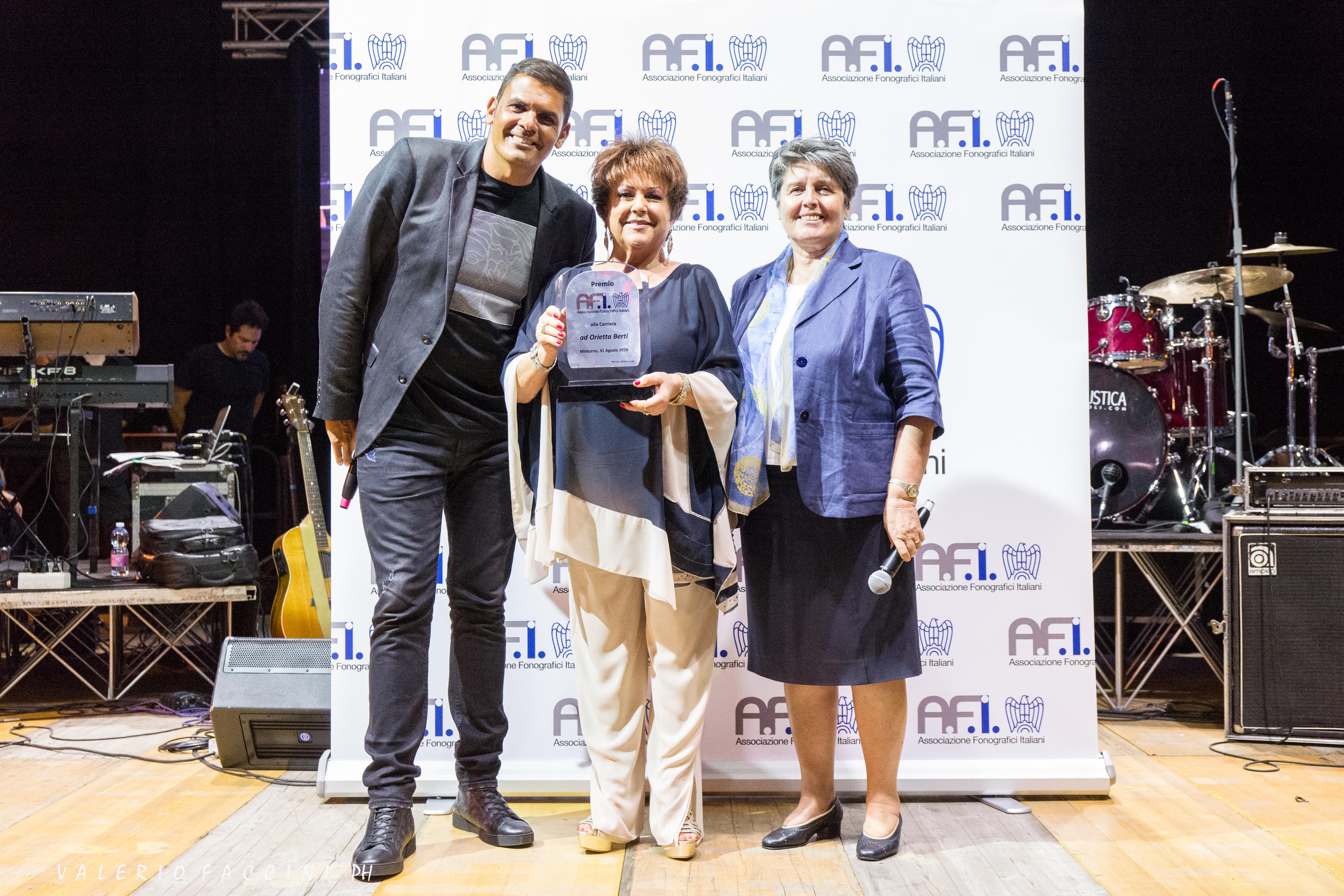Da Destra: la Vicepresidente AFI, Suor Livia Sabatti, Orietta Berti ed il Presidente AFI, Sergio Cerruti