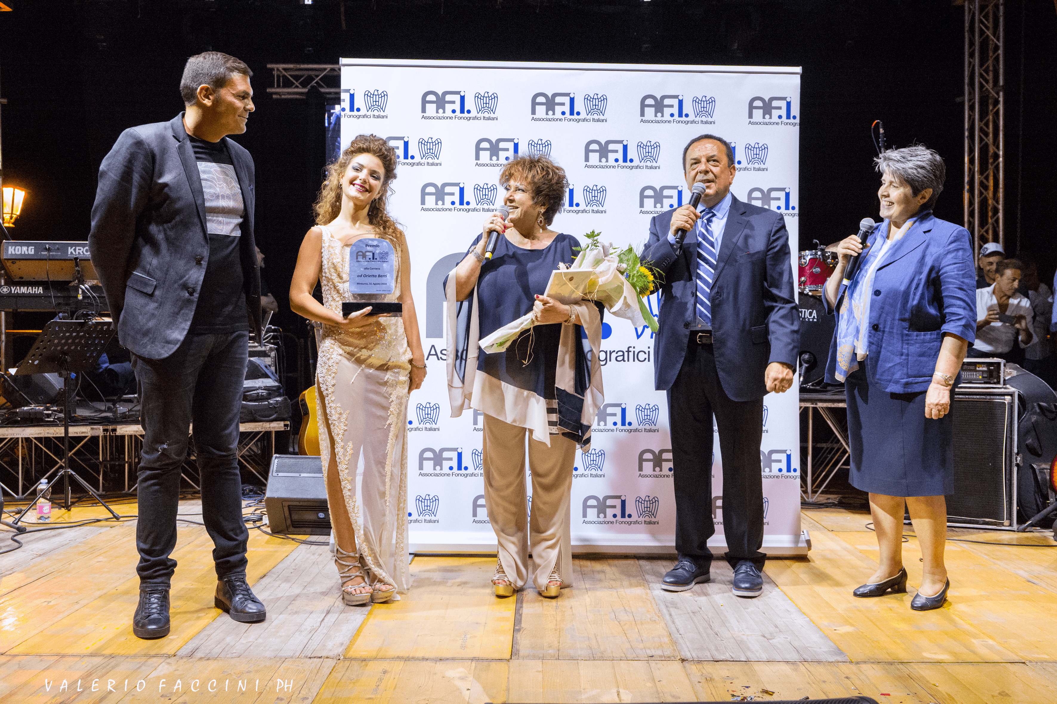 Da destra: la Vicepresidente AFI Suor Livia Sabatti, Il Consigliere Generale Pasquale Mammaro , Orietta Berti e il Presidente AFI, Sergio Cerruti